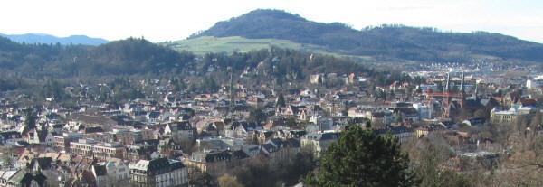 Blick vom Kanonenplatz über Freiburg-Wiehre zum Schönberg am 3.1.2012 - Wonnhalde links