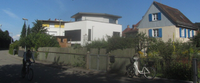 Architektur neu - alt an der Oberrieder Strasse in Freiburg-Waldsee 22.8.2014