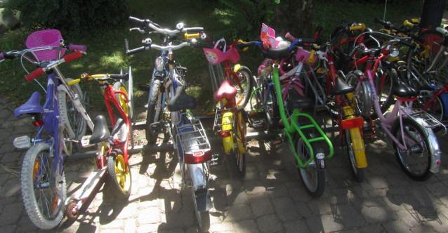 Kinderfahrräder am 17.7.2012 - ganz vorbildlich geparkt