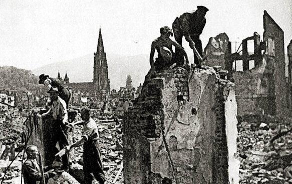 freiburg1944-ruinen