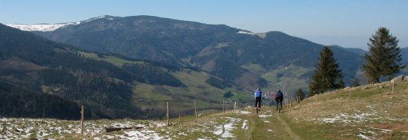 Blick von der Höfener Hütte nach Süden über Oberried zum Schauinsland Mitte März 2007