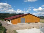 Blick nach Norden zum neuen Freilaufstall des Küferhofs am 19.8.2007