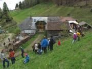Kunzenhof 21-4-2012 - Blick nach Osten zum Kunzenhof - Wildkraeuter