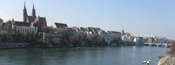 Blick nach Südwesten über den Rhein zum Münsterberg in Basel am 29.3.2011