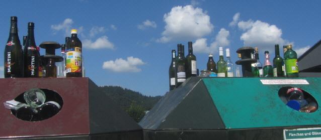 Glasflaschen-Recycling oder auch nicht am 10.8.2013 in Freiburg