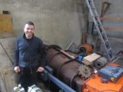 Hanisenhof am 5.5.2012: Johannes Roesch in seinem Wasserkraftwerk