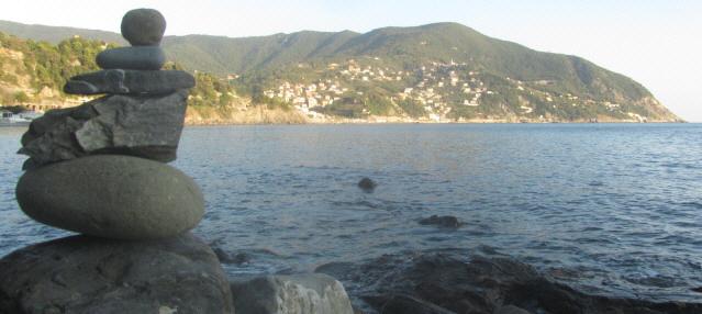 Steinturm am Mittelmeer bei Moneglia an der ligurischen Küste  am 31.10.2014
