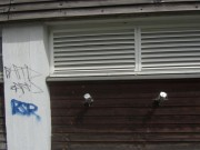 Strandbad Freiburg am 5.5.2012: Zwei Einfuellstutzen an der Holzwand - fuer Pellets?