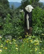 Blumenwiese am 21.6.2012  - Gregor mit der Taube schaut zu