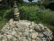 Steinturm auf einem Steinhaufen am 26.6.2012