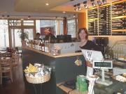 Cafe Ambrisia: Karoline Latzel (links) und Inhaberin Katrin Lippmann mit Sohn Malik Bild: Gisela Heizler-Ries