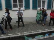 Bächle Freiburg 6.7.2012 - Tim Finckh mit der Ziehharmonika