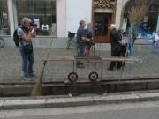 Bächle Freiburg 6.7.2012 - Regina Zapp mit Bächleputzerwagen
