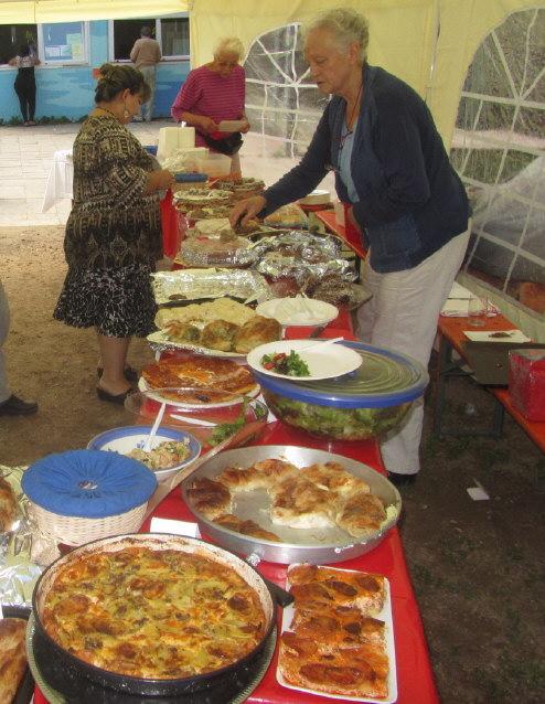 Flüchtlingswohnheim 14.7.2012 - Kuchen vom Freundeskreis