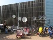 Flüchtlingswohnheim 14.7.2012 - TV, Kinderwagen, Mopeds