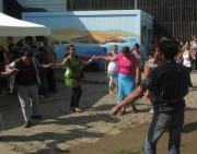 Flüchtlingswohnheim 14.7.2012 - Auch die Männer tanzen