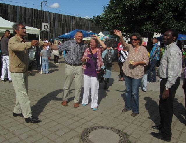 Flüchtlingswohnheim 14.7.2012 - Philipp Bona, Ingrid Braun, Gisela Hein und Walter Krögner (von rechts)