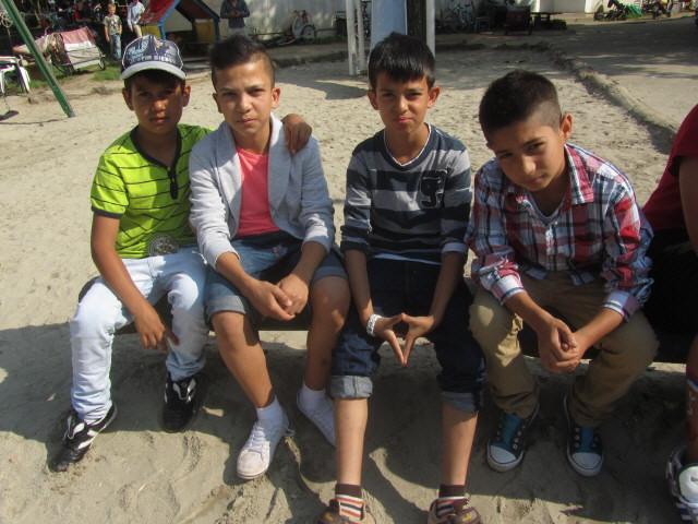 Flüchtlingswohnheim 14.7.2012 - Viel ganz liebe Buben