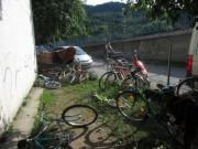 Flüchtlingswohnheim 14.7.2012 - Fahrräder gibts zuhauf