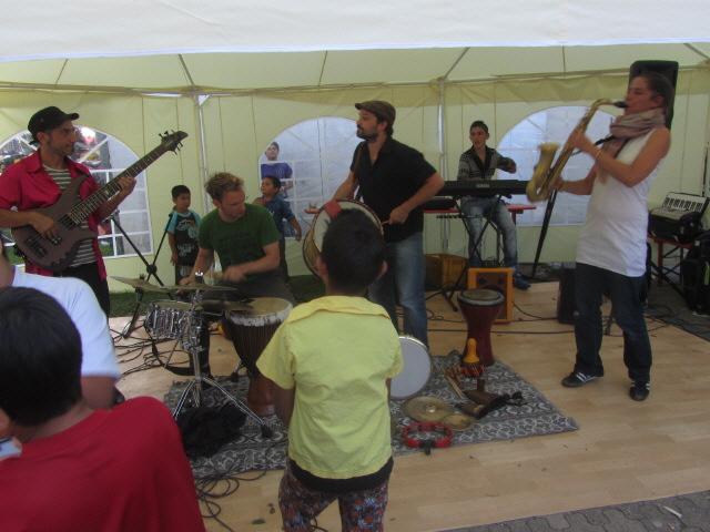 Flüchtlingswohnheim 14.7.2012 - Die Band Jawalla spielt