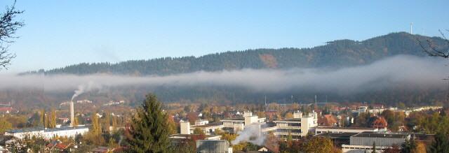 Blick über die PH in Freiburg-Littenweiler nach Norden zu den Windrädern am Rosskopf am 3.11.2007