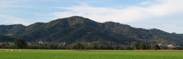 Blick nach Süden im Dreisamtal über Kappel und Littenweiler (rechts) hoch zum Kybfelsen im  November 2012