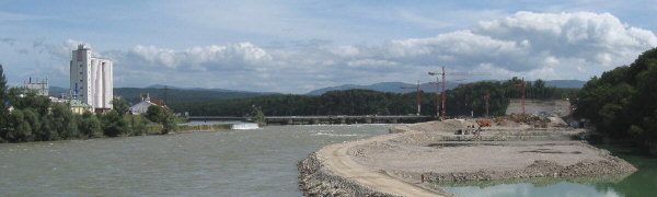 Blick nach Nordosten über den Hochrhein zur Kraftwerkbaustelle bei Schwörstadt rechts am 14.8.2008