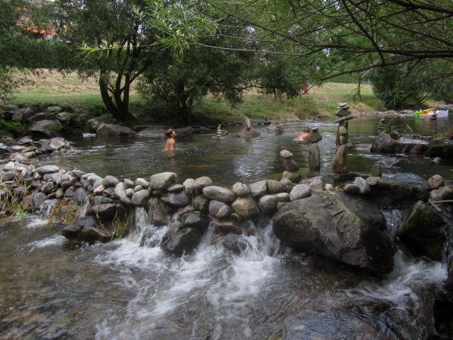 Dreisam am 22.8.2012 - Badespaß im Teich im Bach