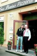 Juli 2011: Vater Francesco Caridi und Sohn Francesco jun. vor dem San Marino in der Hansjakobstraße 110