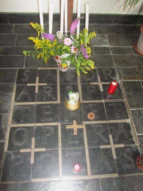 Vaterunser-Kapelle im Ibental am 6.8.2012 - Sator - Magisches Quadrat