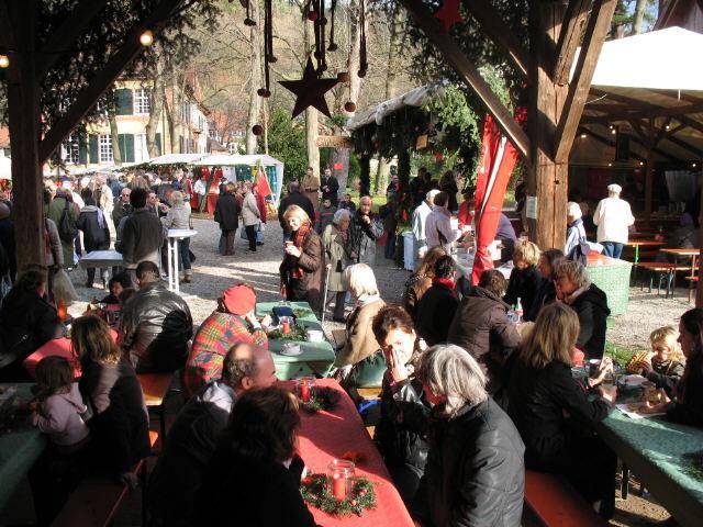 Ebneter Christkindlesmarkt 3.12.2006 - Blick nach Süden aus der Scheune, in die die Sonne hineinblinzelt
