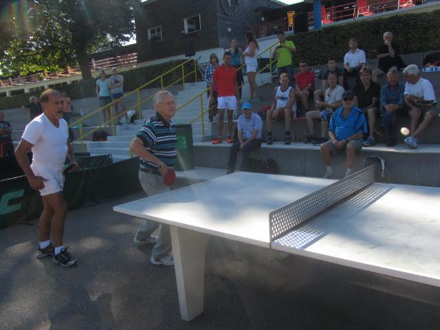Strandbad 8.9.2011 (2) Prof Jäger mit Adolf Seger beim VIP-Eröffnungsspiel