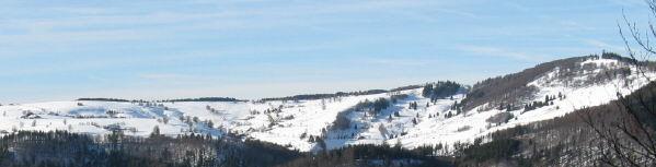 Tele-Blick von Erlenbacher Hütte nach Westen auf Hofsgrund und Schauinsland (Turm rechts) am 29.12.2007