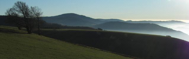 Blick vom Schauinsland nach Süden zu Belchen (links) und Hochblauen (rechts) am 15.11.2012