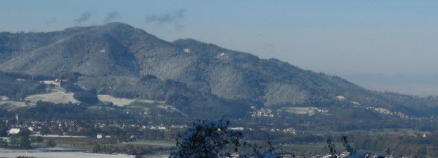 Blick vom Häuslemaierhof ob Wieseck nach Südwesten über Kirchzarten und Dreisamtal zum Kybfelsen am 29.10.2012