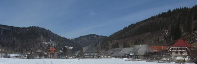 Blick nach Norden über Menzenschwand-Hinterdorf bis hoch zum Caritashaus am Feldberg am 16.3.2013