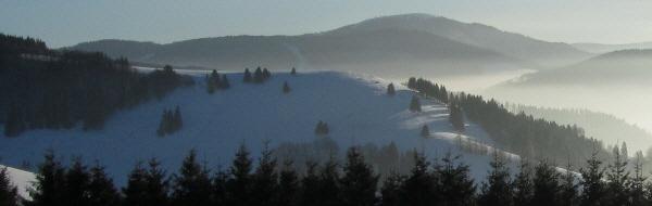 Schauinsland am 2.2.2011: Tele-Blick nach Süden über den Sittener Berg bis zum Belchen - Nebel zieht hoch vom Münstertal
