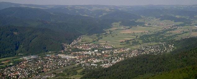 Blick nach Nordosten ins Dreisamtal in 2007 zu Waldsee, Littenweiler, Ebnet, Welchental, Attental (von links)
