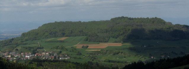 Blick von Horben nach Westen zum Schönberg am 15.4.2014 - Wittnau links