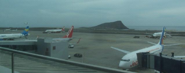 Flugplatz in Teneriffa Süd am 5.12.2015 mit Blick nach Südosten zum Meer