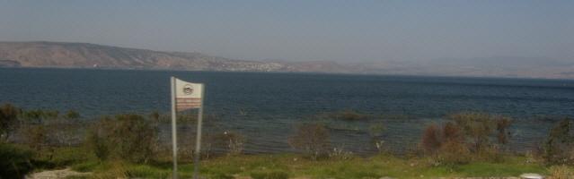 Blick nach Westen über den See Genezareth auf Tiberias am 29.10.2013