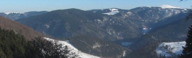 Blick vom Schauinsland nach Osten zu Feldberg, Tote Mann mit Stollenbach und Nessellachen bei Breitnau (von rechts) am 31.1.2014