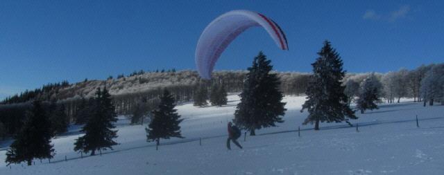 Gleitschirm-Start im Hochschwarzwald auf dem Kandel oberhalb der Gummenhütte am 29.1.2014