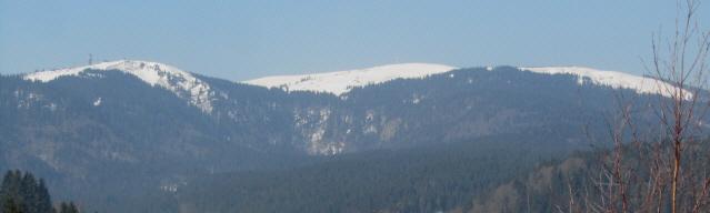 Blick von Bärental nach Südwesten zu den beiden feldberg-Gipfeln Seebuck (links) und Feldbergturm am 13.3.2014