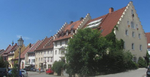 """Löffingen auf der Baar mit dem """"Fürstenhaus"""" rechts am 1.8.2014"""