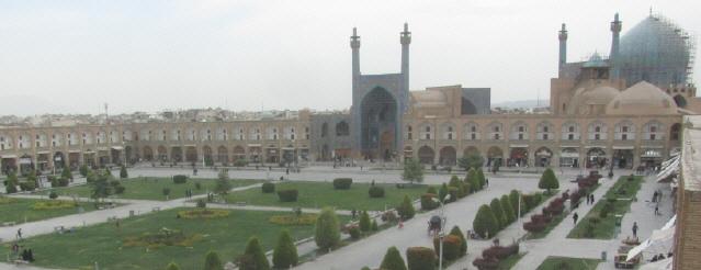 Blick nach Westen über den Imam-Platz zur Moschee in Isfahan am 16.10.2014
