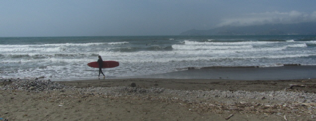 Blick über den Strand bei Ansedonia nach Südwesten zur Halbinsel Argentario am 2.5.2015
