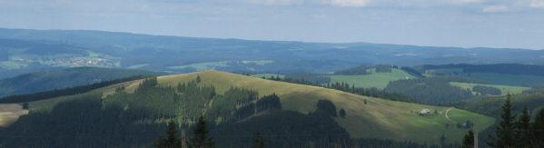 Tele-Blick von Tote Mann zu Hinterwaldkopf und Hinterwaldkopfhütte (rechts) am 5.8.2008
