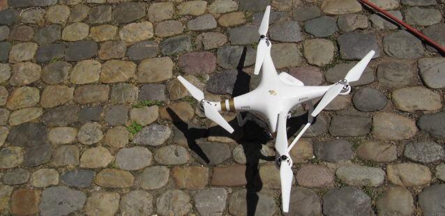 Drohne auf dem Freiburger Münsterplatz gelandet am 25.7.2015