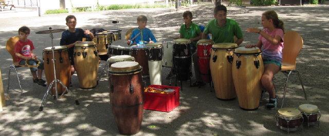 Percussion-Gruppe des MV Littenweiler samstags im Schulhof am 25. Juli 2015